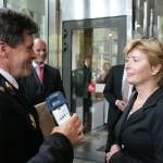 2007 Aanbieden petitie CAO aan min Ter Horst